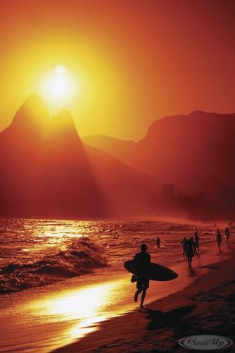 Fototapeten Rio De Janeiro : Ipanema Beach Surfer Poster – Poster Gro?format jetzt im Shop